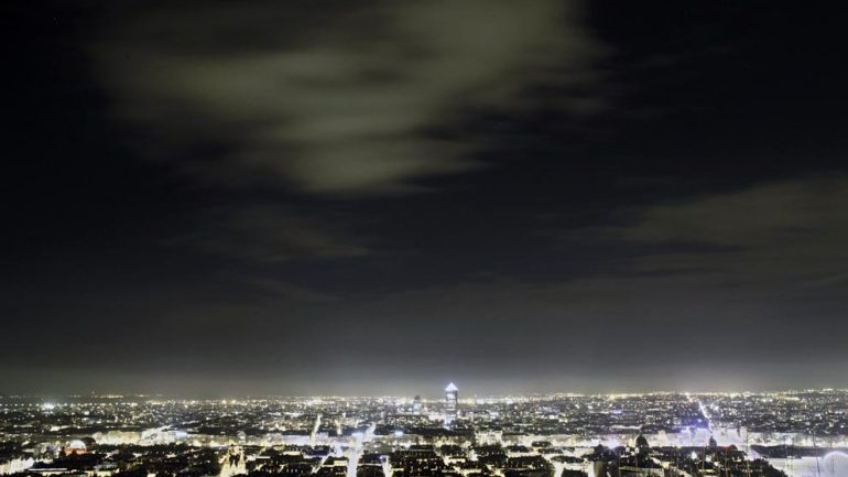 Vue de Lyon la nuit © Tim Douet