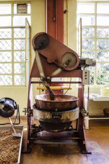 """Le cuiseur à praliné, l'une des trois """"bonnes vieilles dames"""" de Voisin © Tim Douet"""