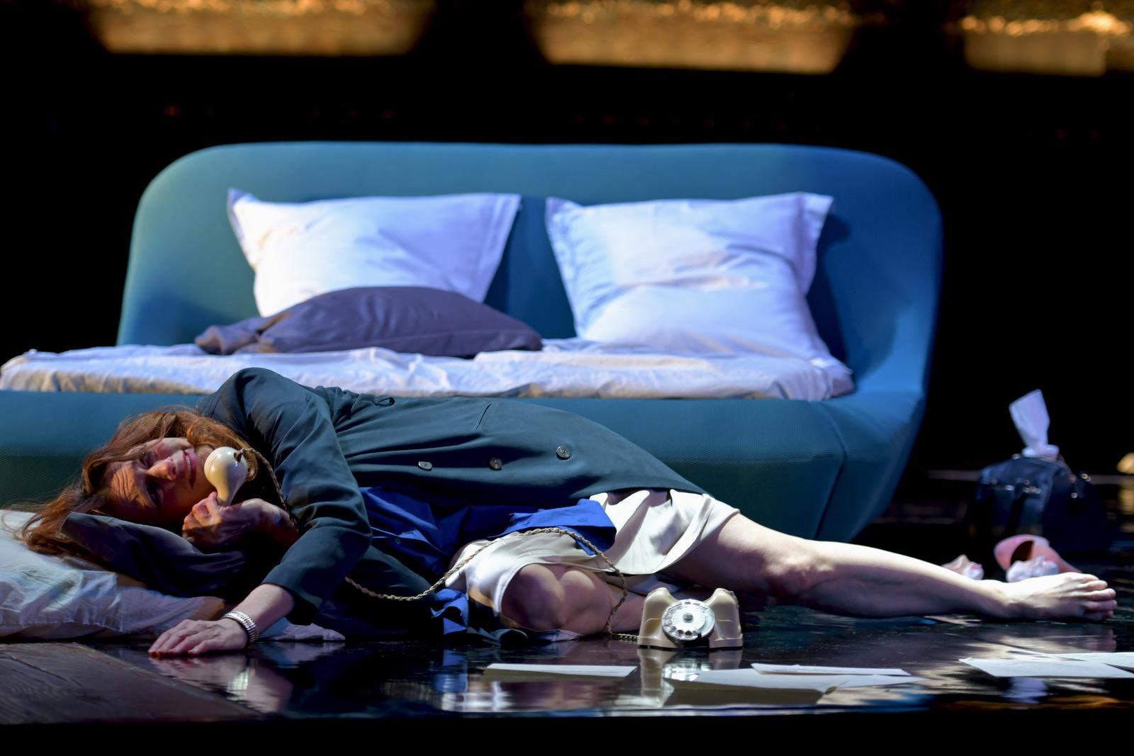 """Sylvia Bergé dans """"La Voix humaine"""" de Jean Cocteau – Mise en scène Christian Schiaretti © Danielle Pierre"""