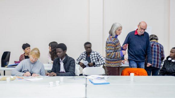 Accueil de mineurs isolés étrangers par les bénévoles de l'Amie, à Lyon © Tim Douet