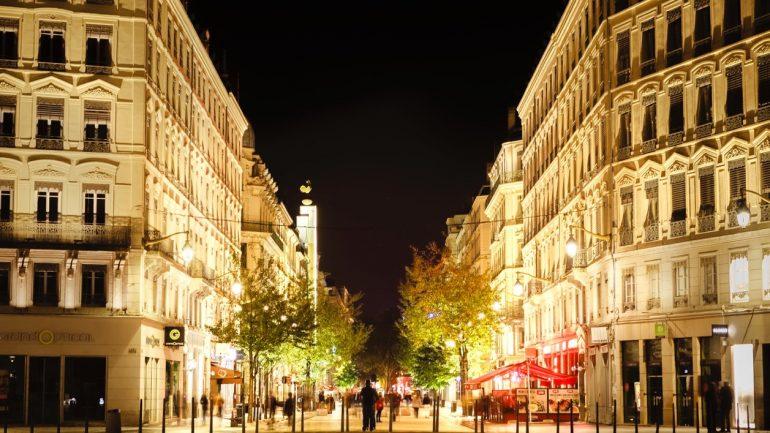 Lyon la nuit – La rue de la République © Tim Douet