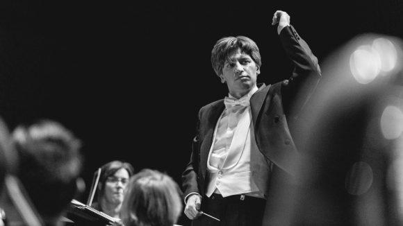 Daniele Rustioni dirigeant l'orchestre de l'Opéra de Lyon © Blandine Soulage
