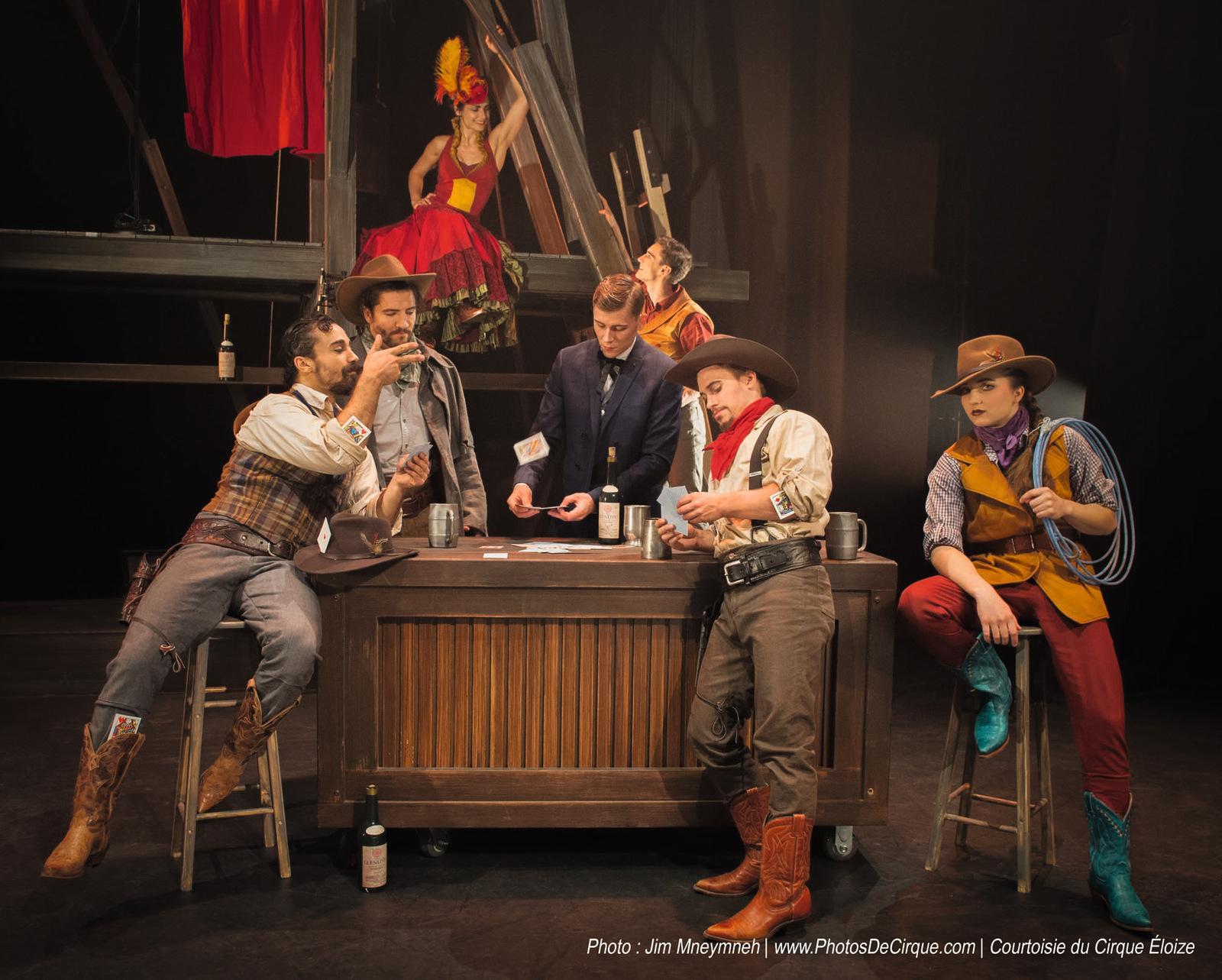 La troupe de Saloon, un spectacle du cirque Eloize © Jim Mneymneh