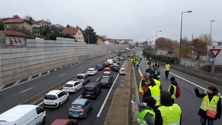 Gilets jaunes   l autoroute A47 bloquée à Givors   8c9772d5202