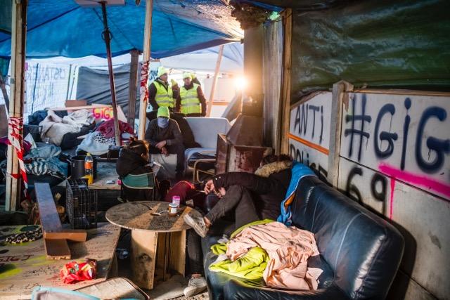 Campement de Gilets jaunes sur un rond-point de Feyzin (Rhône) le 17décembre 2018 © Tim Douet