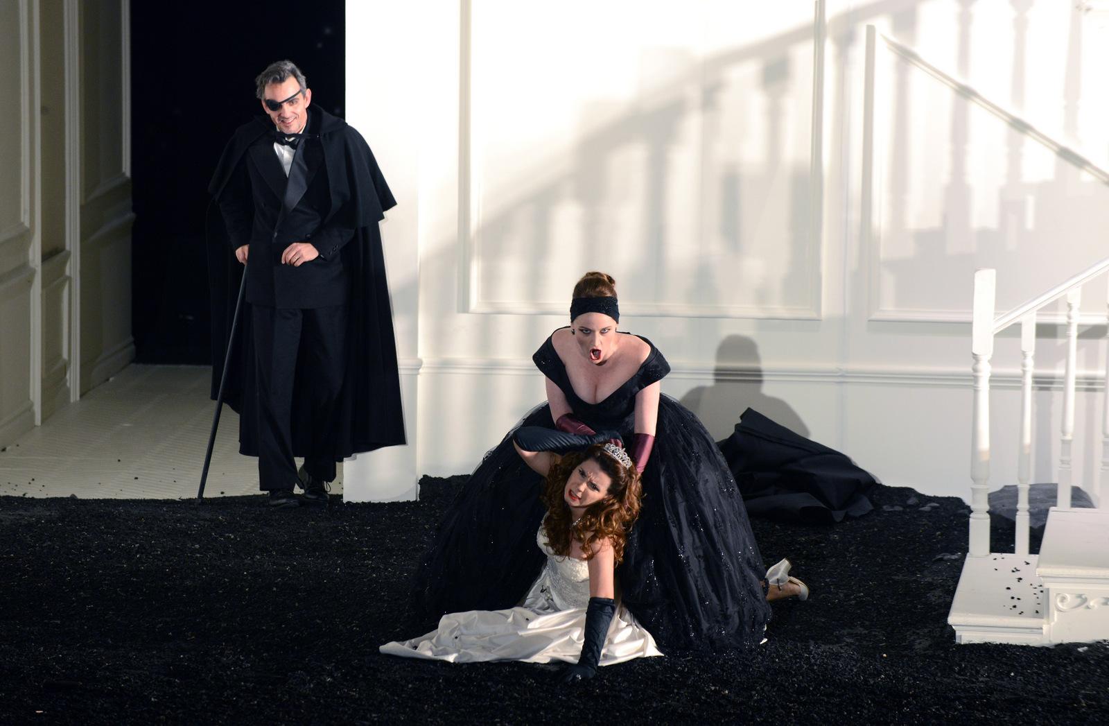 Rodelinda, de Haendel – Mise en scène Claus Guth © Jean-Pierre Maurin (photo de répétition à l'opéra de Lyon)
