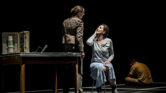 Chaise d'Edward Bond – Mise en scène Mehdi Belhaouane © Romain Etienne
