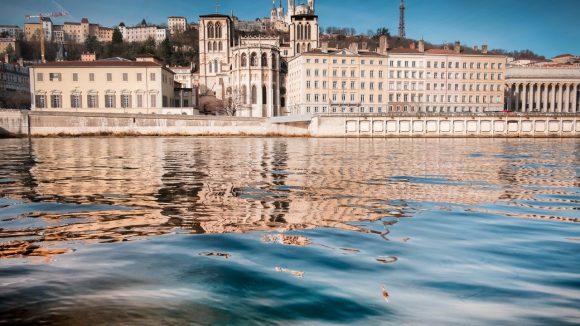 Lyon : des nappes d'hydrocarbures constatées sur la Saône le 29 janvier 2019 © Tim Douet