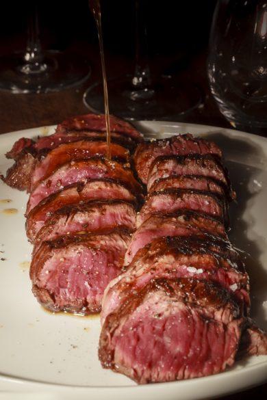 Onglet de bœuf (race limousine) saisi à la plancha – restaurant B.L.O © Tim Douet