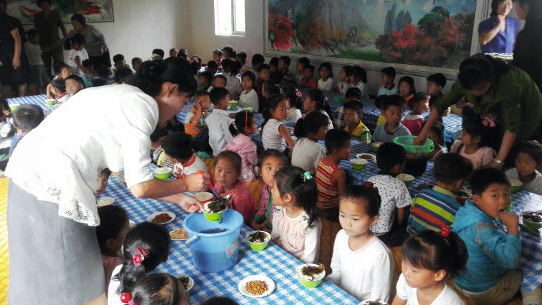 Dans une école de Ryongchon, au nord-ouest de la Corée © Triangle Génération Humanitaire