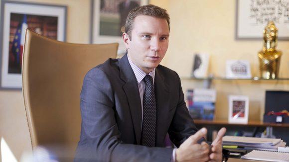 Alexandre Vincendet, dans son bureau à la mairie de Rillieux-la-Pape, en 2015 © Tim Douet