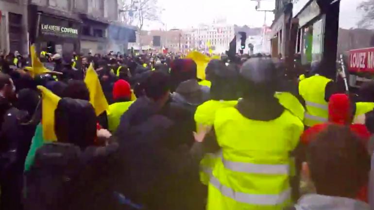 Image result for les combats entre extrême droite et gauche à Lyon en images