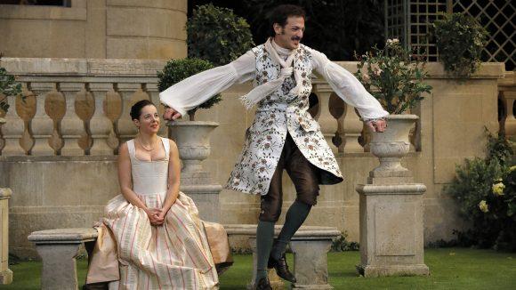 Le Jeu de l'amour et du hasard – Mise en scène Catherine Hiegel, avec Vincent Dedienne © DR