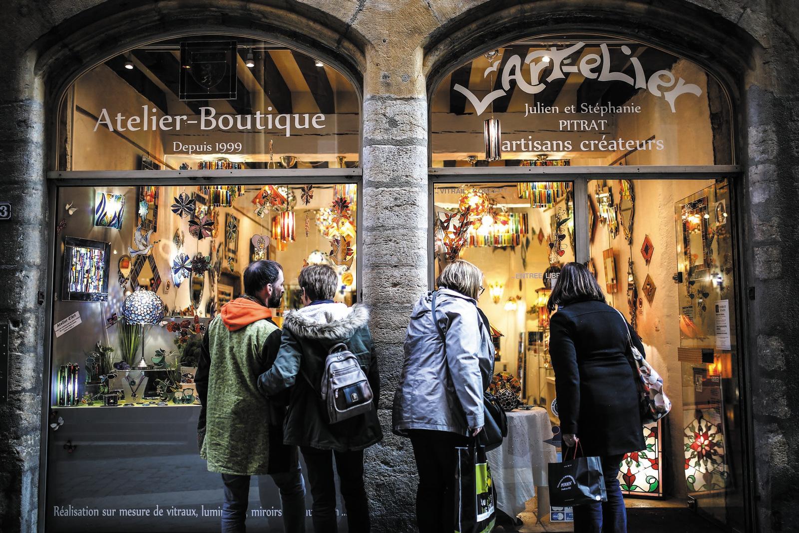 La boutique-atelier de Julien et Stéphanie Pitrat, verriers © Antoine Merlet
