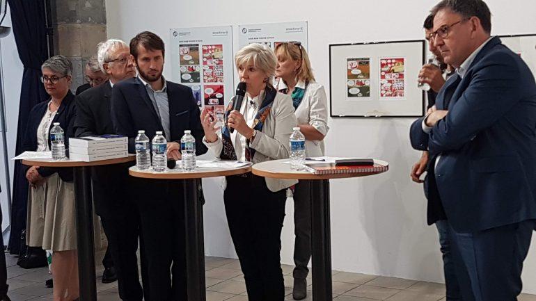Véronique Trillet-Lenoir, entourée de David Kimelfeld et François-Xavier Pénicaud.