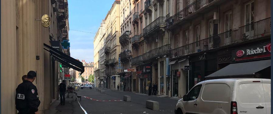 Agression avec une arme de poing rue Victor Hugo à Lyon