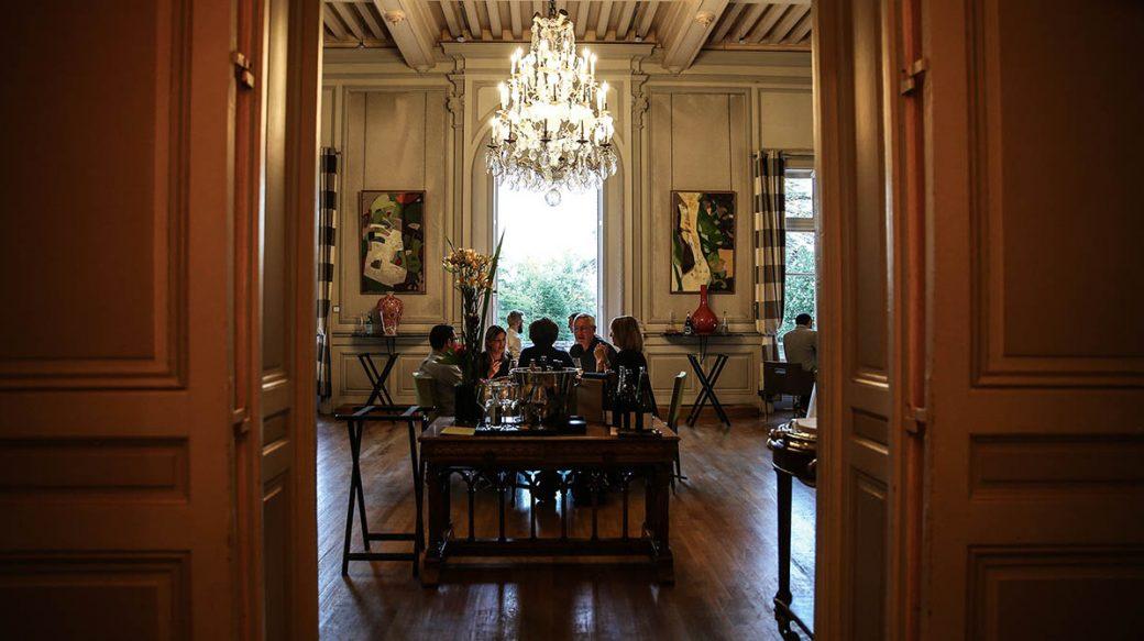 La salle du restaurant Saisons, au château du Vivier © Antoine Merlet