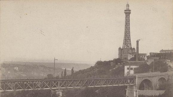 Carte postale du pont de Loyasse et de la tour de Fourvière © Archives municipales (4FI_02491)