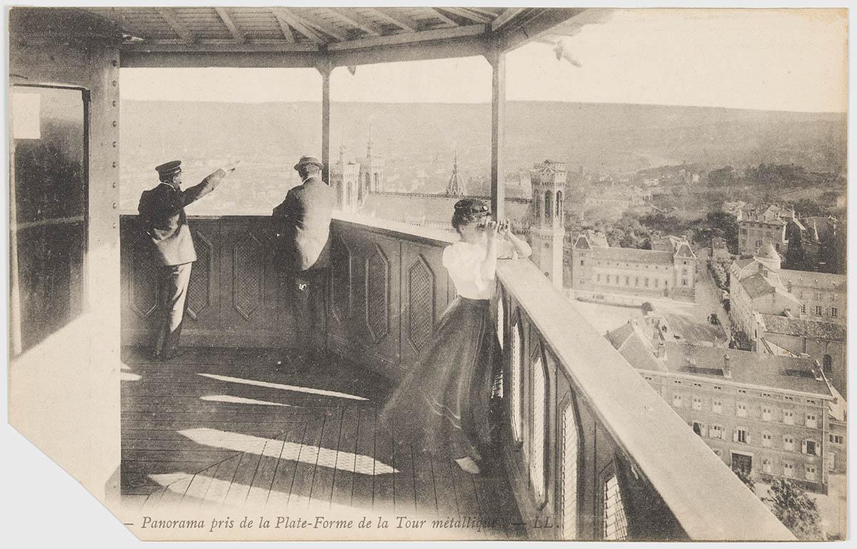 Carte postale de la plateforme panoramique de la tour métallique de Fourvière, alors ouverte au public © Archives municipales (4FI_02504)