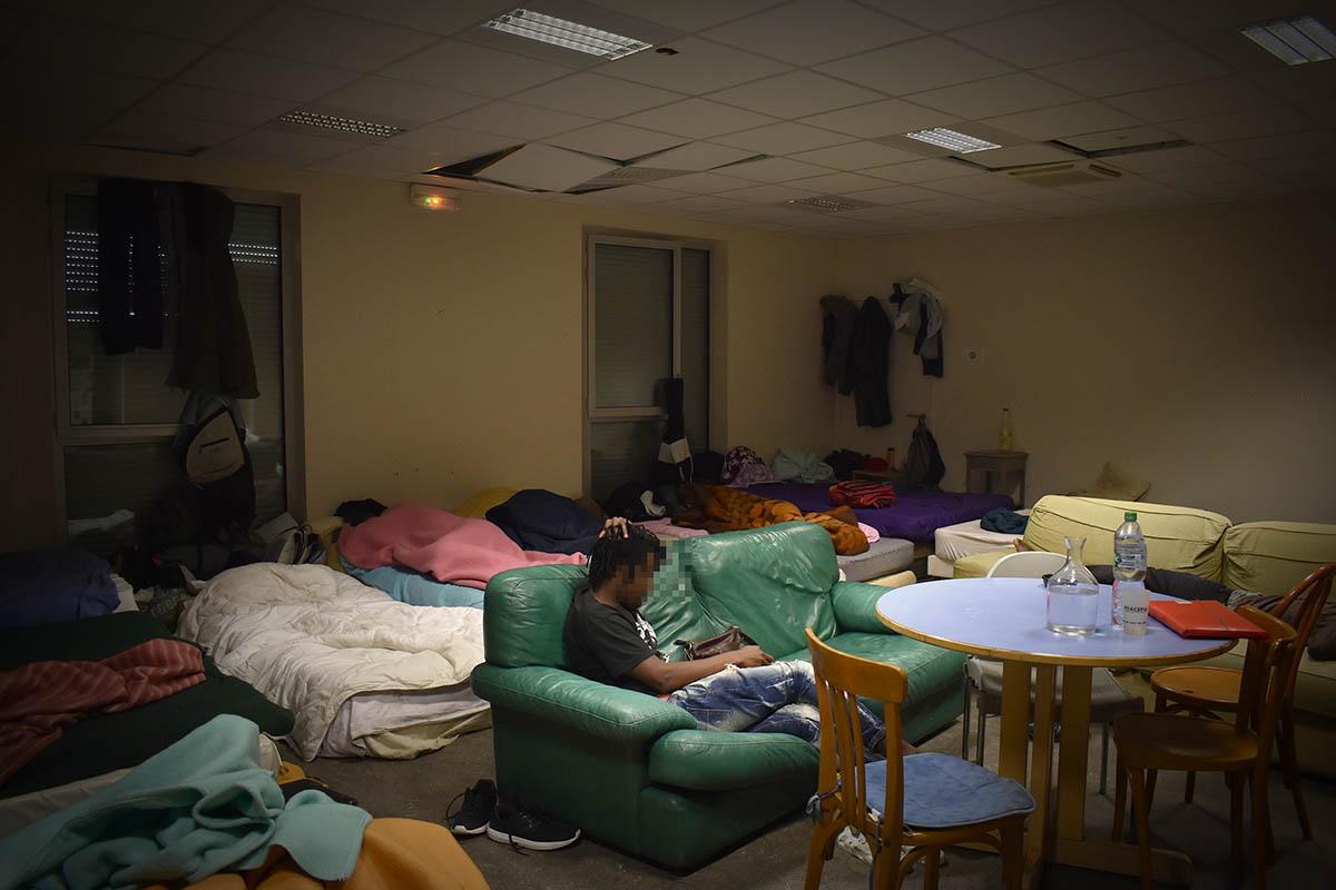 L'une des chambres aménagées dans l'ancien collège Maurice-Scève © Simon Alves