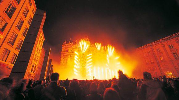 Spectacle du GroupeF place des Terreaux – Fête des lumières 2005 © Ville de Lyon