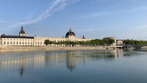 Lyon – Le Rhône et la façade du Grand Hôtel-Dieu © Florent Deligia