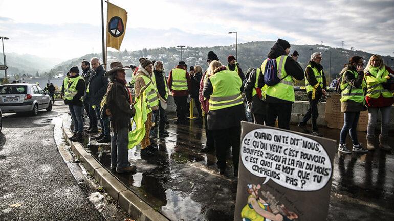 Rond-point de Givors, le 16novembre 2019 – Acte53 des Gilets jaunes © Antoine Merlet