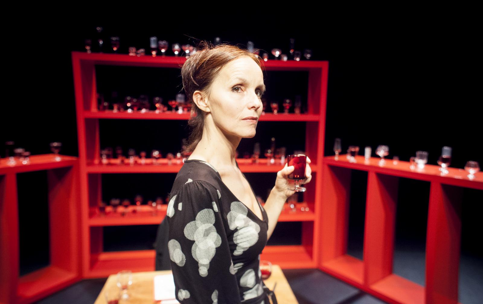 """Anne de Boissy dans """"Boire"""" de Fabienne Swiatly – Mise en scène Guy Naigeon © Lorenzo Papace"""