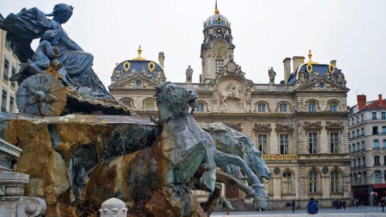 L'hôtel de ville de Lyon vu de la place des Terreaux © Tim Douet 2014