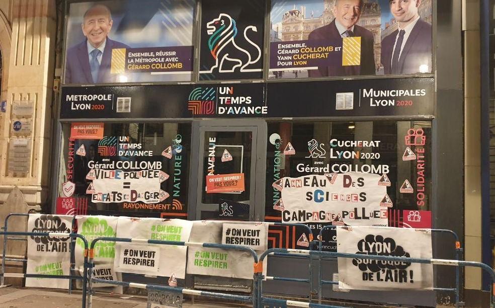 Façade du QG de Gérard Collomb à Lyon après le passage de Greenpeace