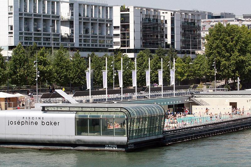 La piscine Joséphine-Baker à Paris