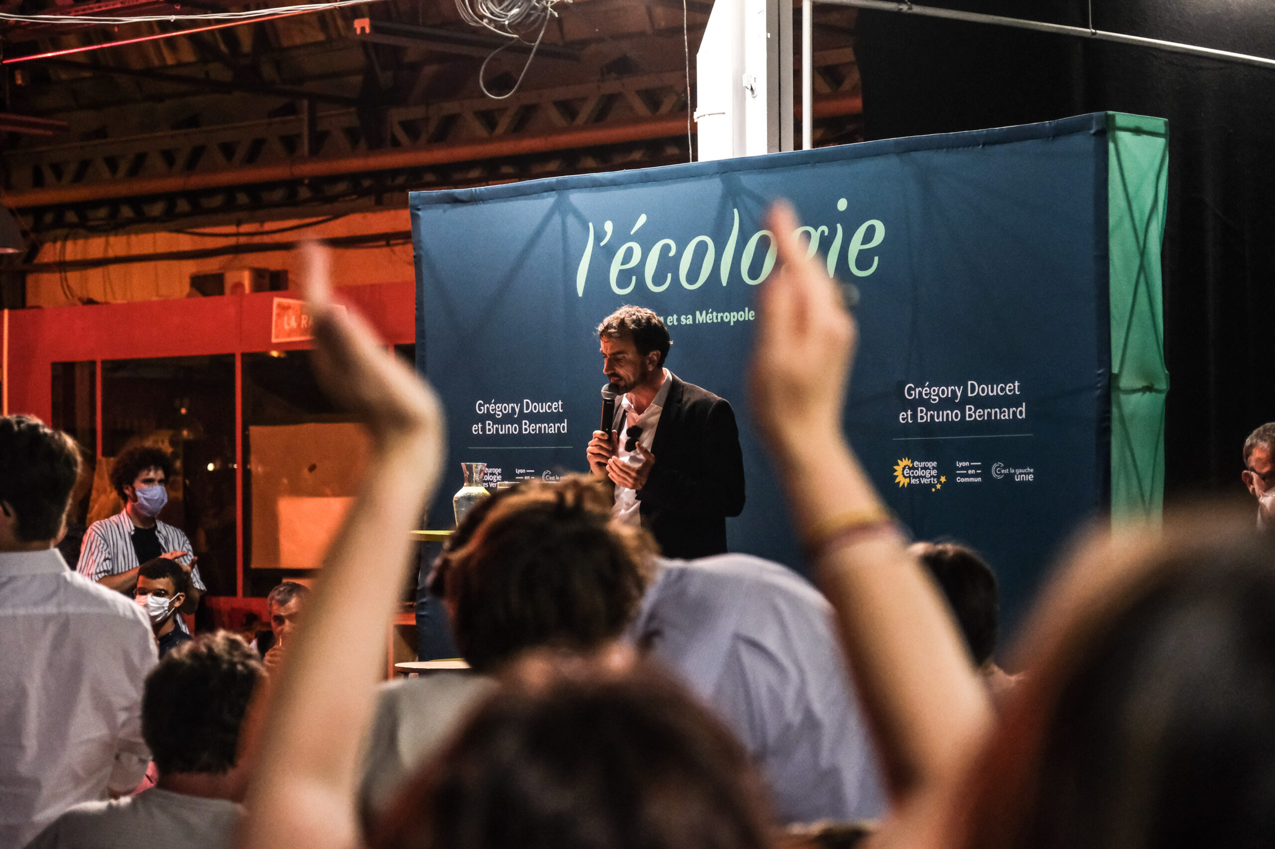 Grégory Doucet s'exprime devant ses militants au soir de sa victoire aux municipales