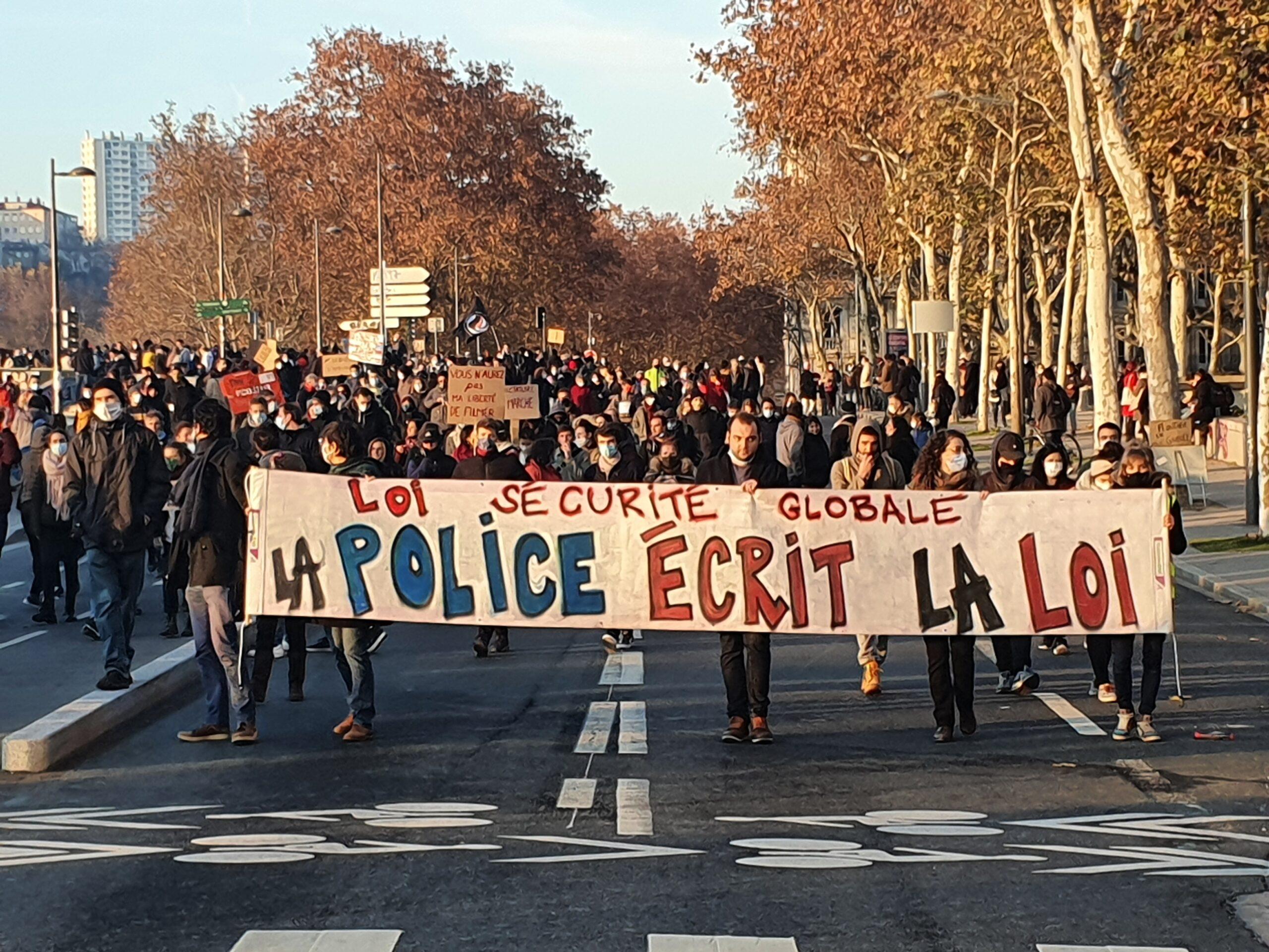 manifestants quai de Rhône