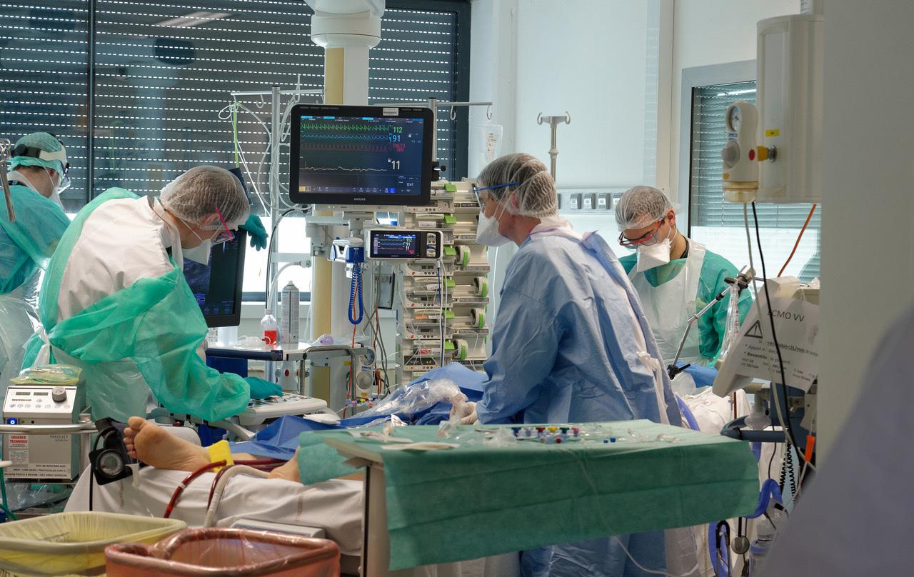 Un service de réanimation des hospices civils de Lyon © Lionel de Sousa