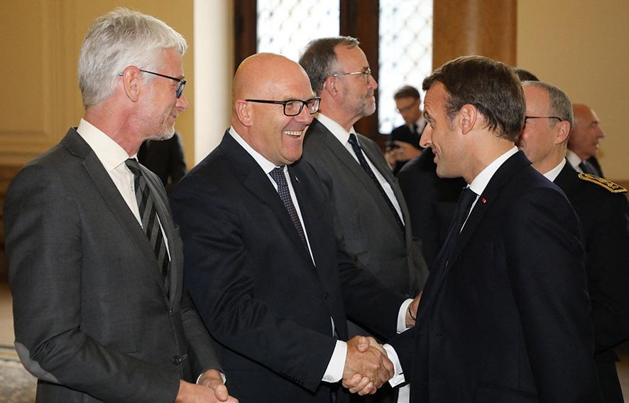 Bruno Bonnell et Emmanuel Macron, lors de la visite de ce dernier à Lyon en octobre 2019 ©AFP