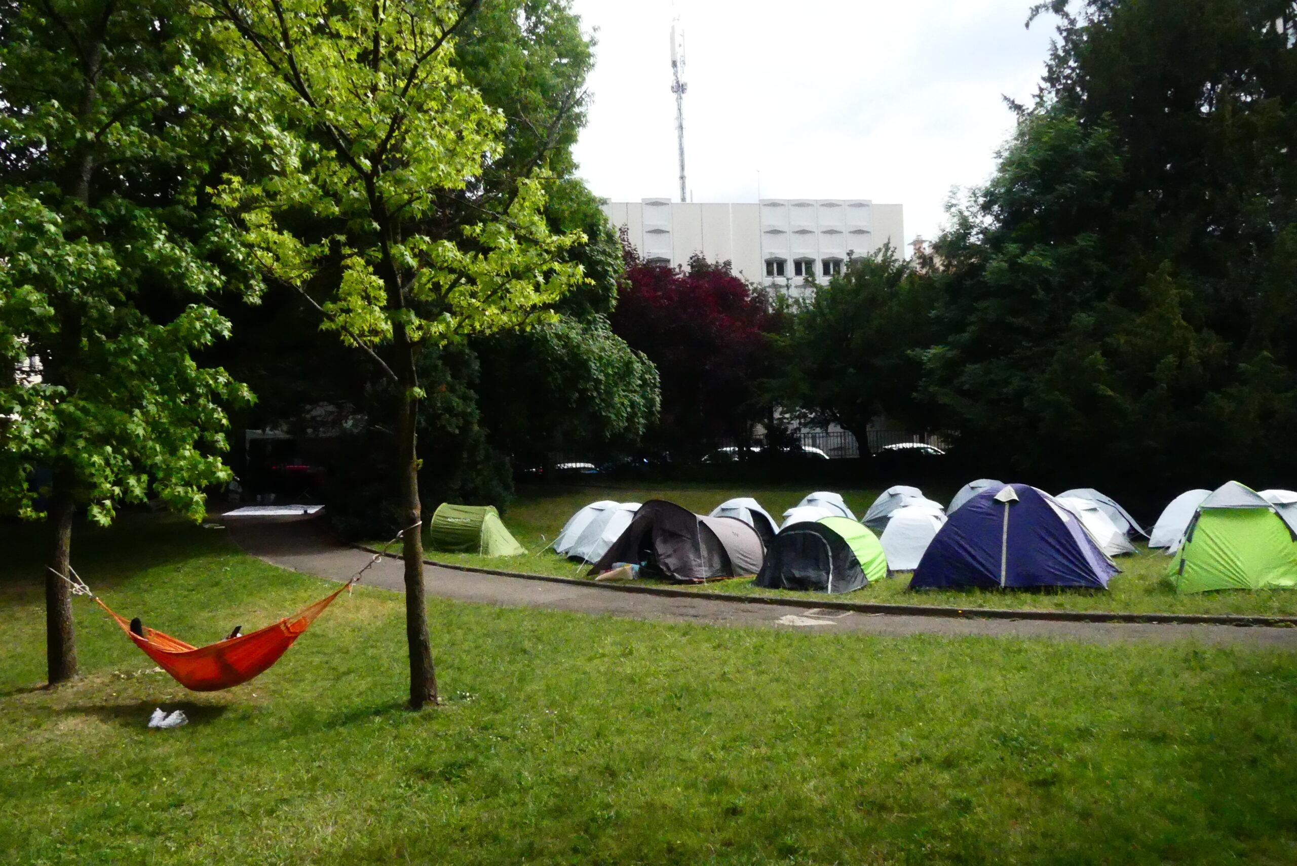 Un campement de migrants à la Croix-Rousse, le 7 juin 2021 rue Hénon.